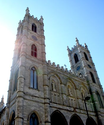 Self Guided Walking Tour & Scavenger Hunt   Montreal City Link #discover #montreal #tour #adventure UrbanQuest.com