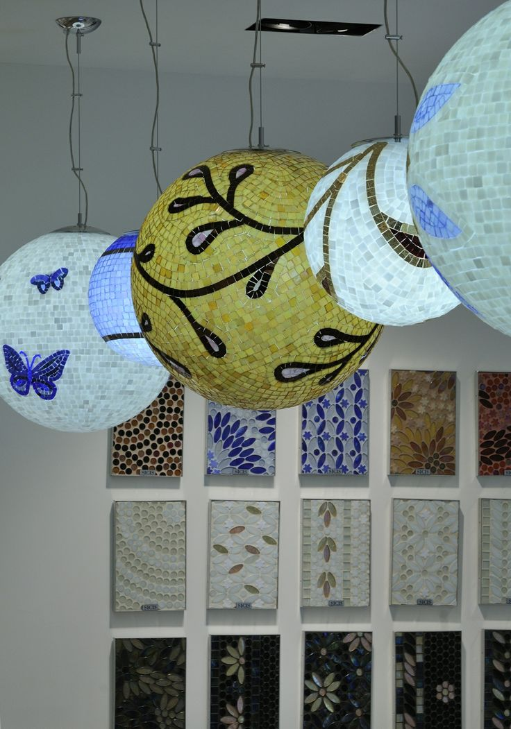 Lampadari mosaico artistico. www.stanzedautore.it Mobili da bagno, sauna,hammam, accessori bagno, cromoterapia.