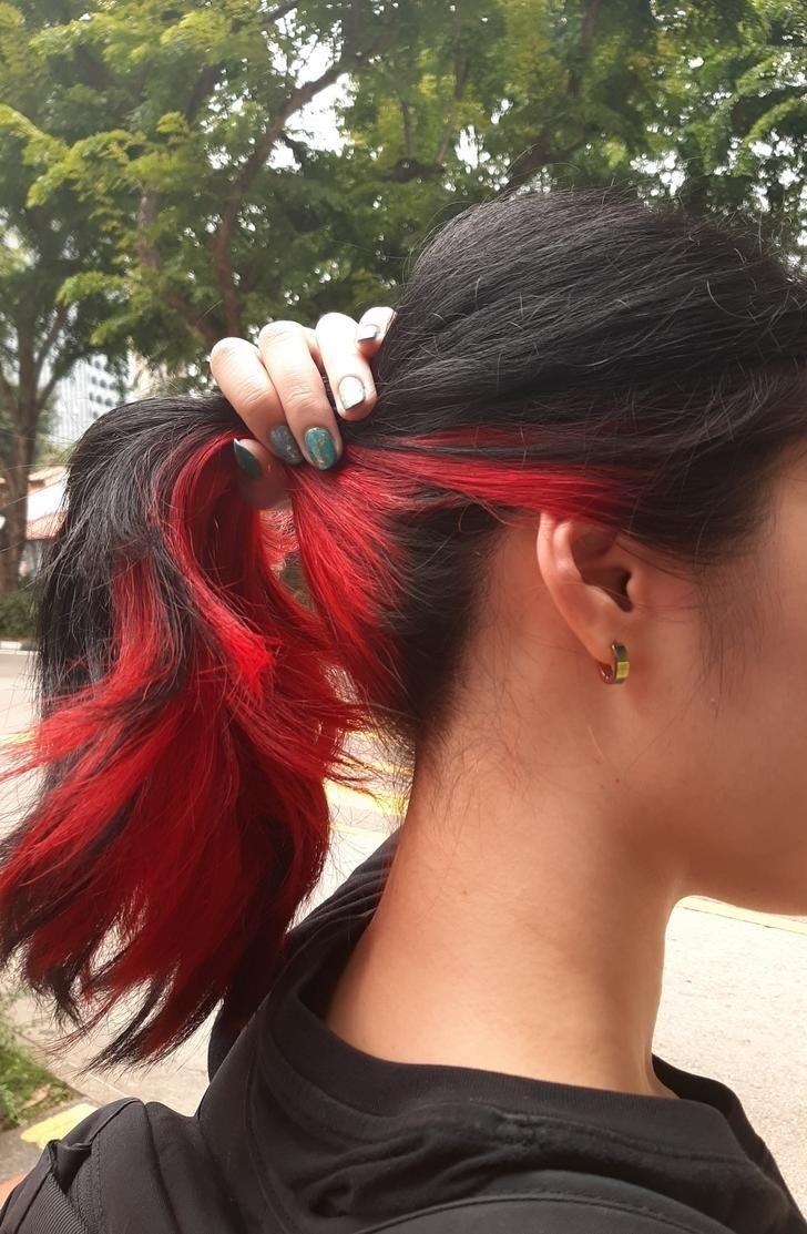 2 Tone Red Black Hairstyle Hair Styles Hair Color Underneath Peekaboo Hair