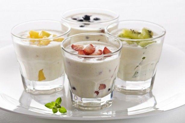 Misschien wel het simpelste tussendoortje ever, maar waarom moeilijk doen als het makkelijk kan? ;) Neem 150 gram magere kwark of Griekse yoghurt 0% vet en snij een handje fruit naar keuze. Je kunt hier ook heel goed diepvriesfruit voor gebruiken.
