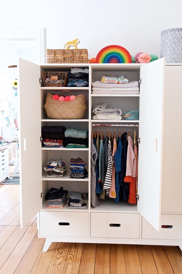 Ein Blick In Unseren Kinderkleiderschrank Lasst Uns Luschern Kinderkleiderschrank Kleiderschrank Kinderzimmer Kinder Schrank