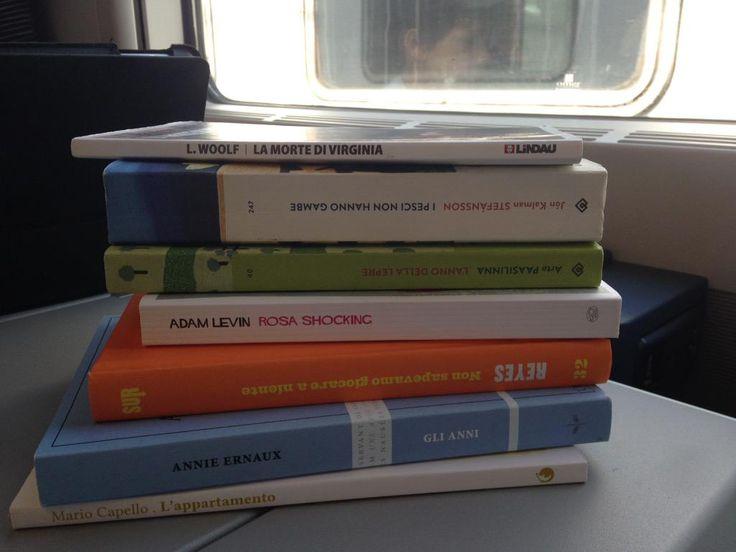 """Da Twitter: - Qualcosa da leggere in treno ce l'hai? #iltetostato #vitadalettore #vitadablogger. """"La Morte di Virginia"""" di #LeonardWoolf in treno con Laura :)"""