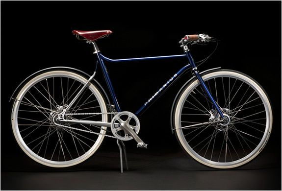 PRIMARIUS - Designer bike from a Dutch company. Don't think it's worth the $3700 though even for something this good looking.