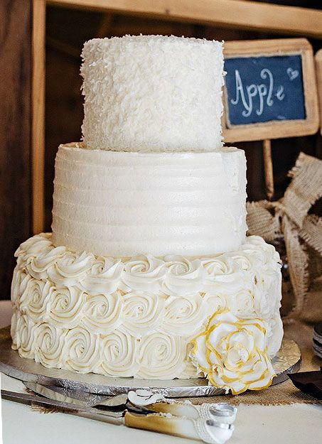 Rustic Wedding Cake: http://www.countryoutfitter.com/style/real-country-wedding-sydney-warren/