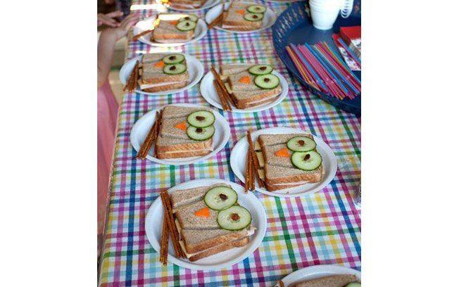 Um prato criativo, como esses sanduíches naturais de corujinha, são muito mais interessantes para os pequenos do que comidas muito requintadas. Foto: Pinterest/ Elizabeth Chastain