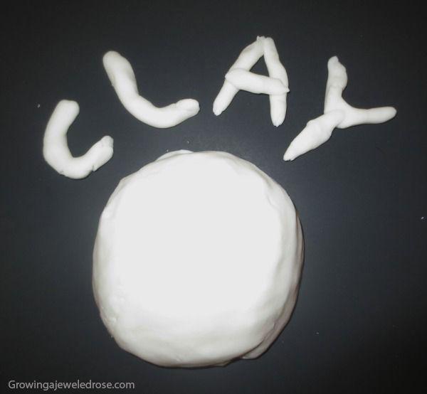 10 maneiras de brincar com bicarbonato de sodio - argila caseira                                                                                                                                                                                 Mais