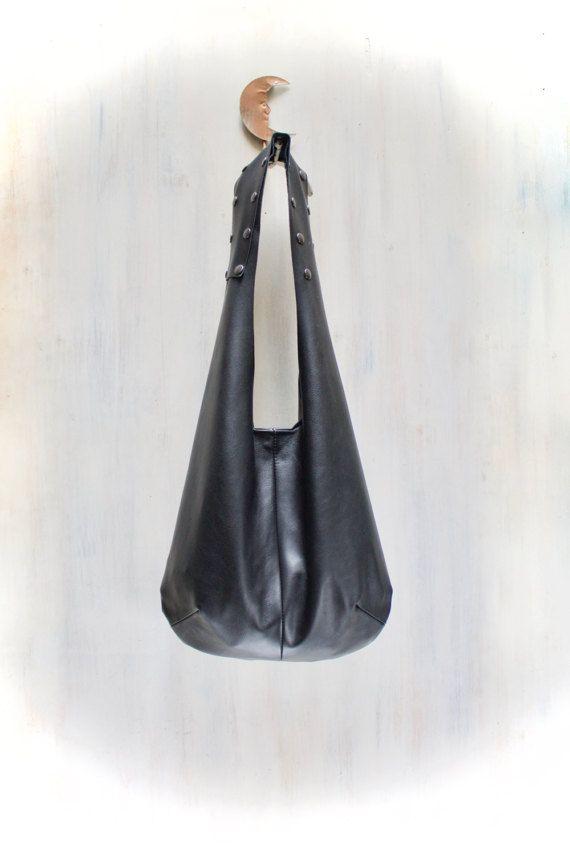 borsa vera pelle nera linea minimal e manico di AgnesDeJuliisShop