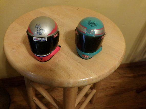 Set de 2 Mini Simpson Racing casques petite par Morethebuckles
