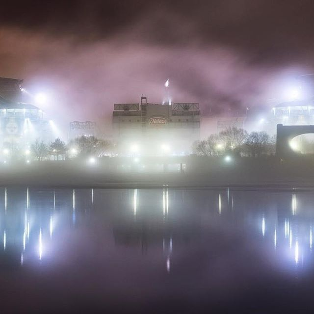 Heinz Field was shrouded in #fog this morning in #Pittsburgh as an eerie purple sky provided an incredible backdrop. What a way to start a #Steelers playoff weekend!