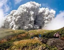 ぱくにゅー: 【御嶽山噴火】 テレビやサイトで出回ってるやつより恐ろしい噴火直後の動画を発見!!!!!!!