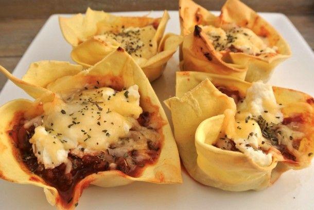 www.lekkerensimpel.com Leuk voor een feestje! Mini lasagna hapje