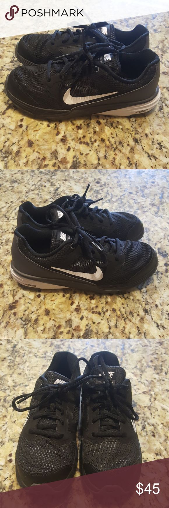 NIKE TRI FUSION RUN(BOYS)#749835-001 The Nike Tri Fusion Run Athletic feature a Synthetic upper with a Round Toe. The Man-Made outsole lends lasting traction and wear.(NEW)SNEAKERS WERE FLOOR MODEL THEY ARE IN PERFECT CONDITION PLEASE REVIEW ALL PIX 😊 Nike Shoes Sneakers