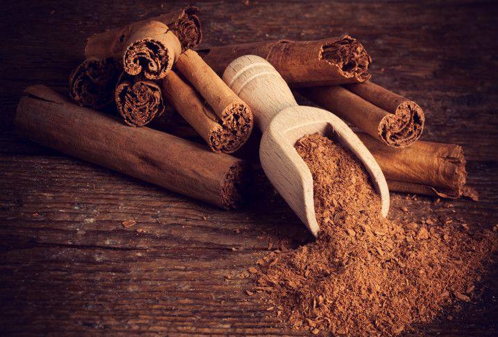 Skořice je sladké koření s překrásnou vůní a chutí, které se nejčastěji používá na dochucování nápojů a sladkých jídel. Nicméně kromě výborné chuti má i poměrně dlouhý seznam zdravotních přínosů. Skořice je také bohatá na vlákninu a obsahuje vysoký podíl důležitého minerálu draslíku. Kromě toho patří mezi potraviny s nejvyšším podílem železa. Podle mnohých vědců …