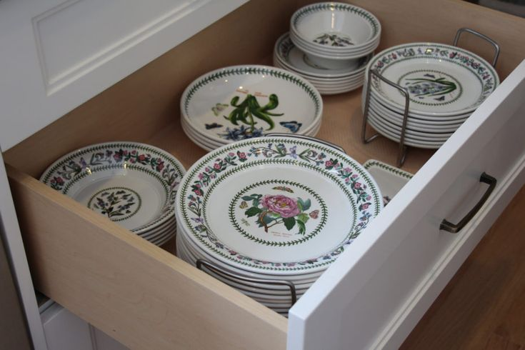 plates are easier to grab when stored in drawers rather then upper cabinets