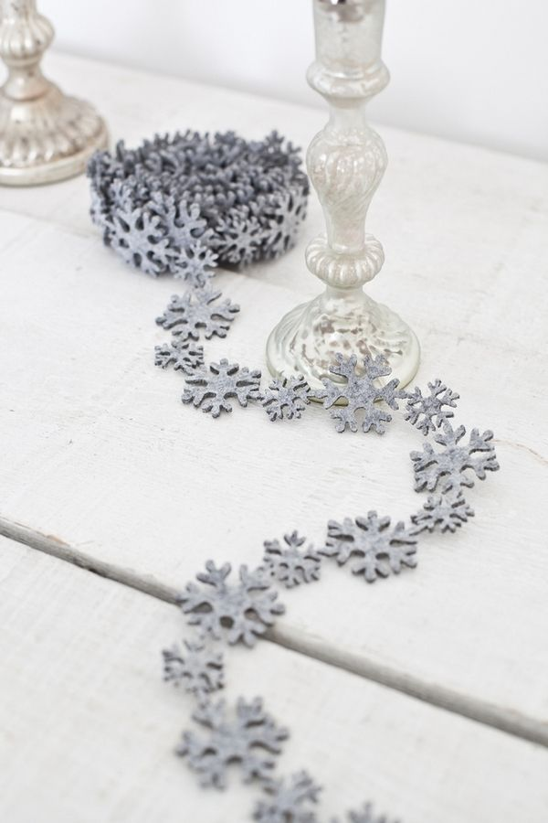 Grey snowflake garland.