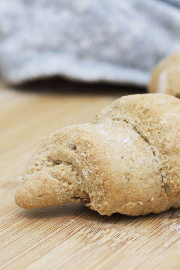 So einfach, Hefeteig zu Croissants zu machen. Einfach mit Vollkorn zu backen und …   – Winter Rezepte | Herzhaft und süß