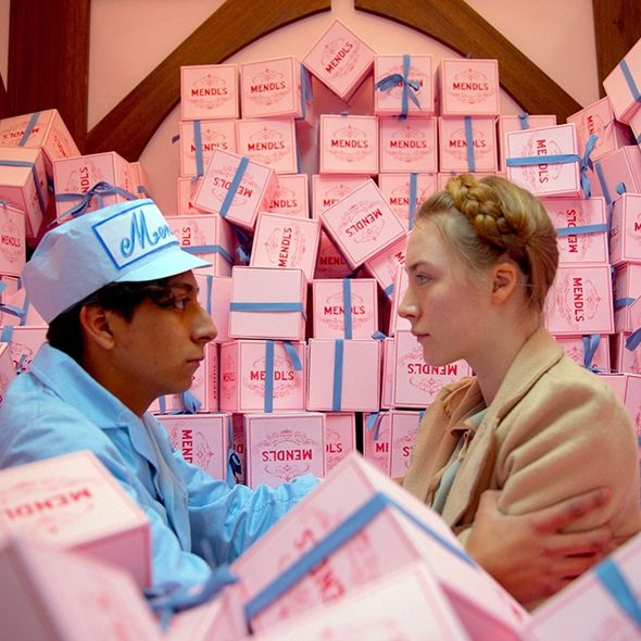 Wes Anderson uses color as an asset to create a stunning aesthetic in his movies. Warm colors, pastel shades, monochrome palettes, all appear in profusion and create a unique look, which, incredible as it may seem, does not tire your eyes. #wesanderson #chromaticpalettes #grandbudapesthotel