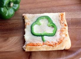 Lucky Pizza...: St. Patties, Shamrock Pizza, Belle Peppers, Cute Ideas, Pizza Squares, St. Patrick'S Day, Green Peppers, Holidays, Pizza Recipes