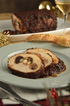 La receta de lomo mechado a los 3 chiles es una preparación muy sabrosa, es una receta tradicional mexicana que te va a encantar. El lomo de cerdo relleno es delicioso, jugoso y perfecto para cocinarse en una celebración muy importante.