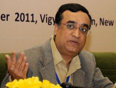 कांग्रेस ने वित्त मंत्री अरुण जेटली के इस बयान पर तीखी प्रतिक्रिया व्यक्त की है कि अवैध विदेशी खातों में धन रखने वालों के नाम