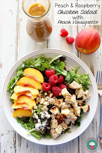 Peach & Raspberry Chicken Salad with Peach Vinaigrette is a light and easy Summer meal idea the whole family will love! #salad #chicken #easydinneridea