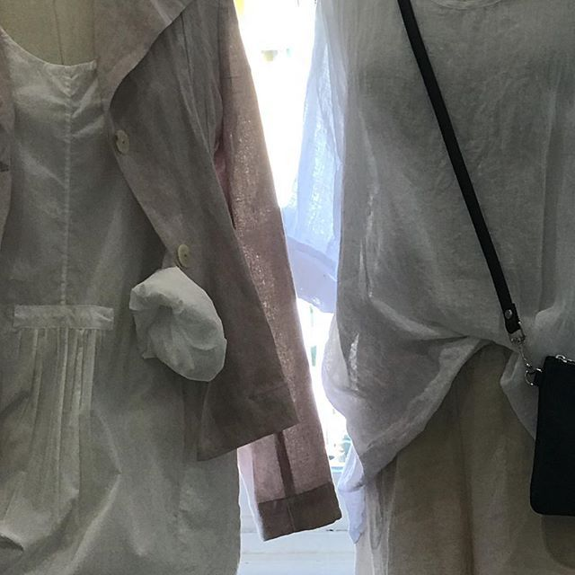 Crisp white @loom_lifestyle cotton top against our dusky pink vintage wash linen Angelina jacket ... @jiva_clothing #linen #cotton #naturalfabrics #white #duskypink