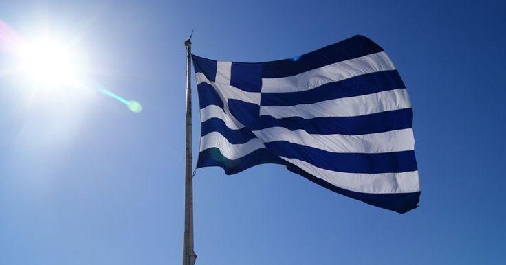 Como respuesta a los importantes esfuerzos económicos del Gobierno griego, el Eurogrupo ha aprobado un desembolso de 8.000 millones de euros para Grecia. Esta cantidad forma parte de un tercer programa de rescate para el estado heleno. El Comisario Europeo de Economía y Finanzas, Pierre Moscovici, ha