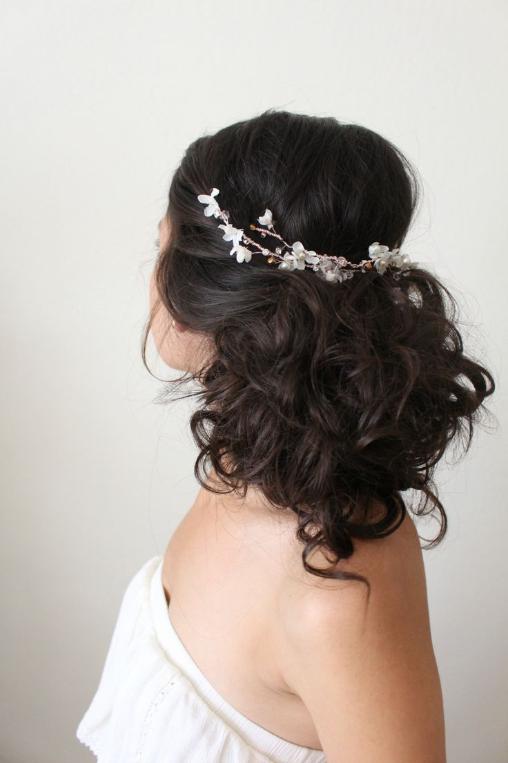 37 Pretty Wedding Hairstyles For Brides With Long Hair: Rose Gold Flower Garland