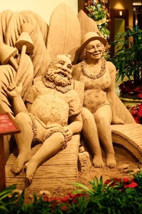 'Sandy' Claus, wife visit Sheraton Waikiki for Christmas vacation - USATODAY.com
