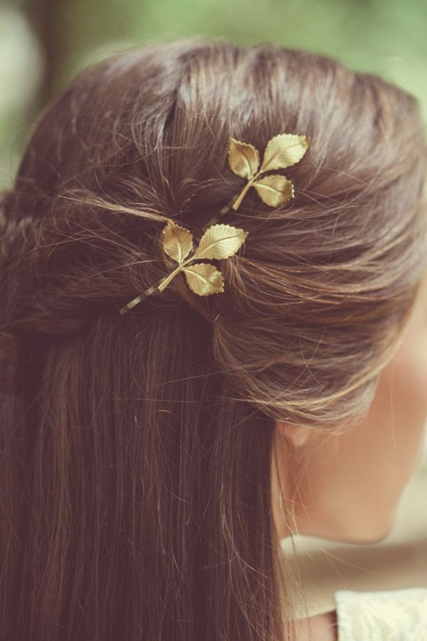Elegantly rustic, these gold-plated brass leaf pins were made for the woodland bride. They're perfect for securing simple twists pulled up from loose locks.