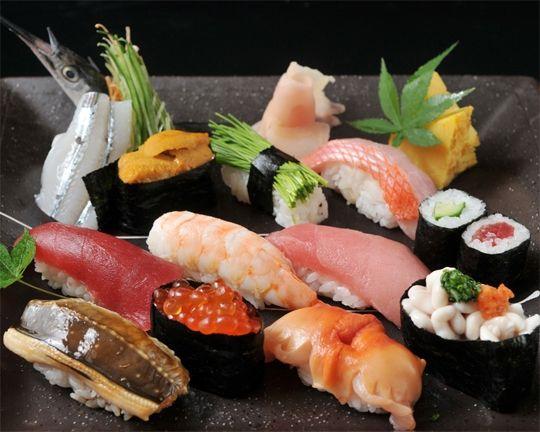 nigiri, gunkan makimoon - sushi