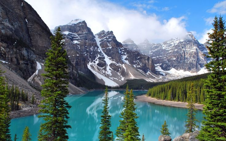 This lake located in Banff National Park is one of the most awe-inspiring landmarks in Canada. #banff #canada #canadaday