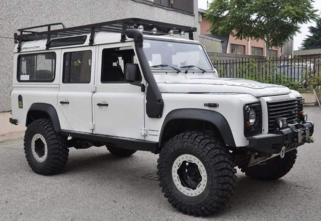 Land Rover Defender 110 Td4 Sw Se customized Twisted ICON extreme experience adventure.