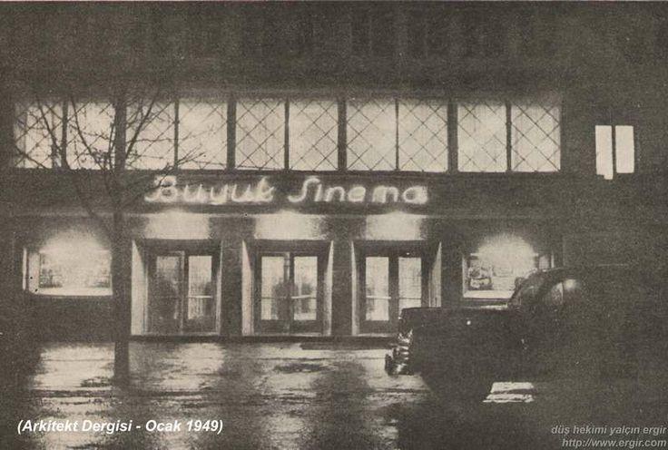 Sinema salonları maalesef azalıyor ya da avm'lere hapsoluyor. Bir çoğu simitçi ya da kebap salonu oldu. Farkında olalım.