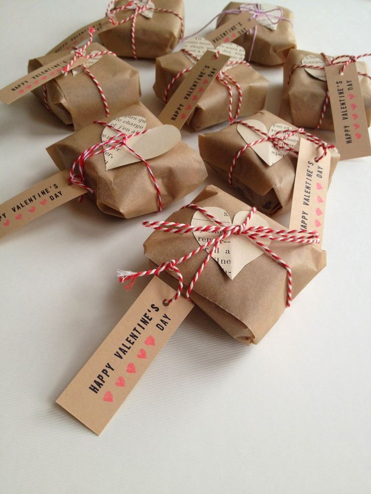 valentine's gift idea, wrapped brownies, baking paper, twine, old book pages