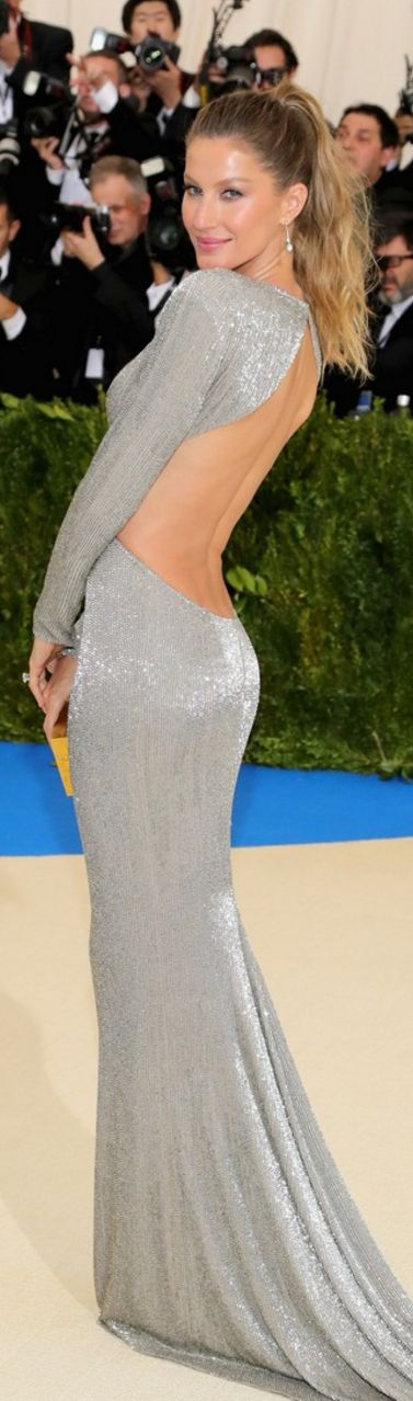 Who made Gisele Bundchen's jewelry and silver long sleeve gown?