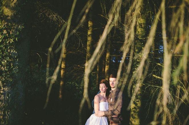 Rustikale Hochzeit im Herbst mit wadenlangem Hochzeitskleid mit Schleier (www.noni-mode.de - Foto: Le Hai Linh)