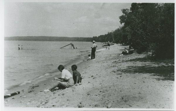 Waskesiu Beach   saskhistoryonline.ca