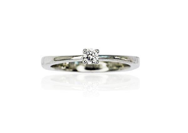 Zeitloser Klassiker - Zarter Ring zu einem erschwinglichen Preis.  #Solitärring mit einem Diamanten von 0,10 ct, aus 950 Platin. Der #Diamant wir von 4 Krappen gehalten, Die Ringschiene ist glänzend poliert und verjüngt sich stark, im Verlauf nach oben.  Gewicht der Edelsteine: 0,10 ct    http://schmuck-boerse.com/index-gold-ringe-6.htm #diamantring #ring #diamondring   #ring #schmuckboerse #verlobungsringe #verlobungsring #solitär @schmuck #diamondring #diamantring