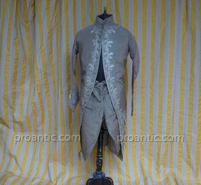 Habit à La Française En Soie Brodée époque Louis XVI - vêtements et costumes anciens