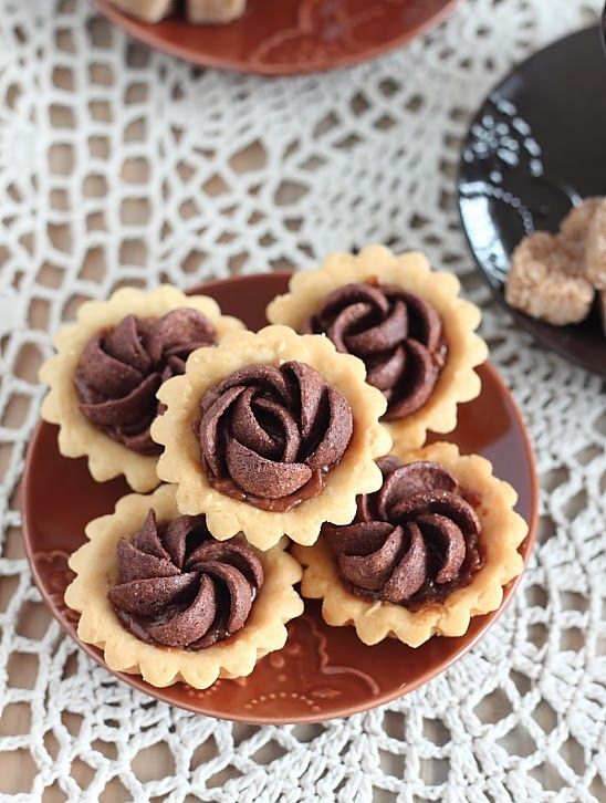 79 best doces images on pinterest treats truffles and biscuits mini tarts filled with chocjam n biscuits crumbs fandeluxe Image collections