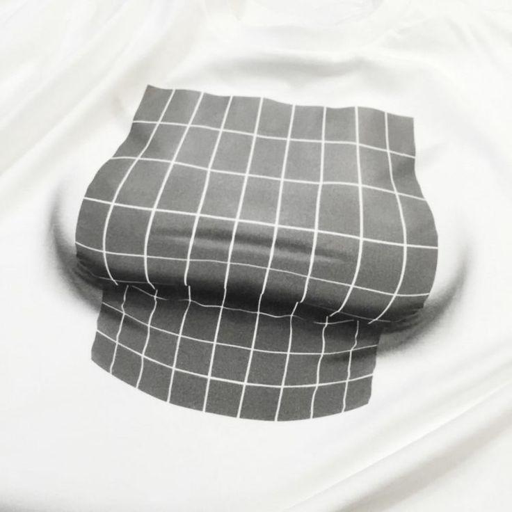 ekoD Works, Sebuah perusahaan fashion dari Jepang yang berpusat pada desain humoris baru – baru saja menciptakan sebuah terobosan baru. Perusahaan ini membuat sebuah t-shirt dengan desain ilusi oppai atau buah dada besar. Berbeda dari karya – karya sebelumnya, kali ini desain baju yang diciptakan tidak memperlihatkan sebuah gambar oppai. Pada baju bagian depan terdapat sebuah gambar ilusi mata yang membuat bayangan yang dapat menipu mata anda. Baju Dari Jepang Dengan Ilusi Optik Tampak Depan…