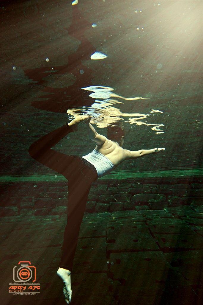 yoga underwater sport