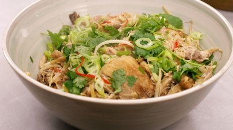 Eén - Dagelijkse kost - gewokte noedels met paddenstoelen, kip en ei