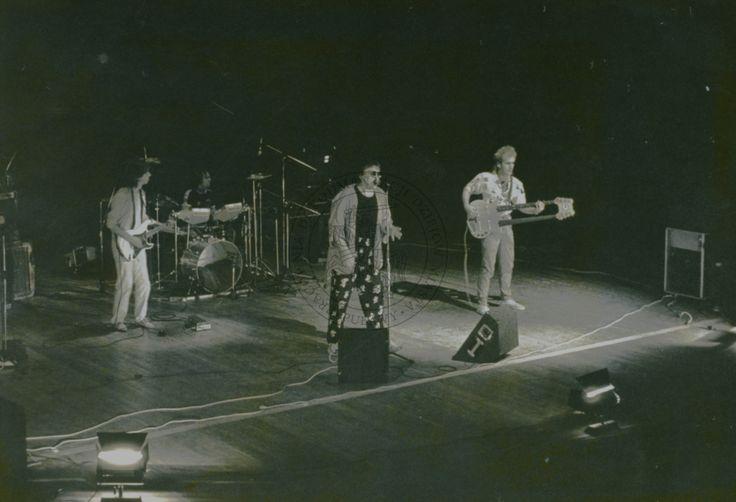 """koncert """"Budki Suflera"""" w Puławskim Ośrodku Kultury """"Dom Chemika""""; 6 września 1986 r.; Puławy (fot. Janusz Filipczak)"""