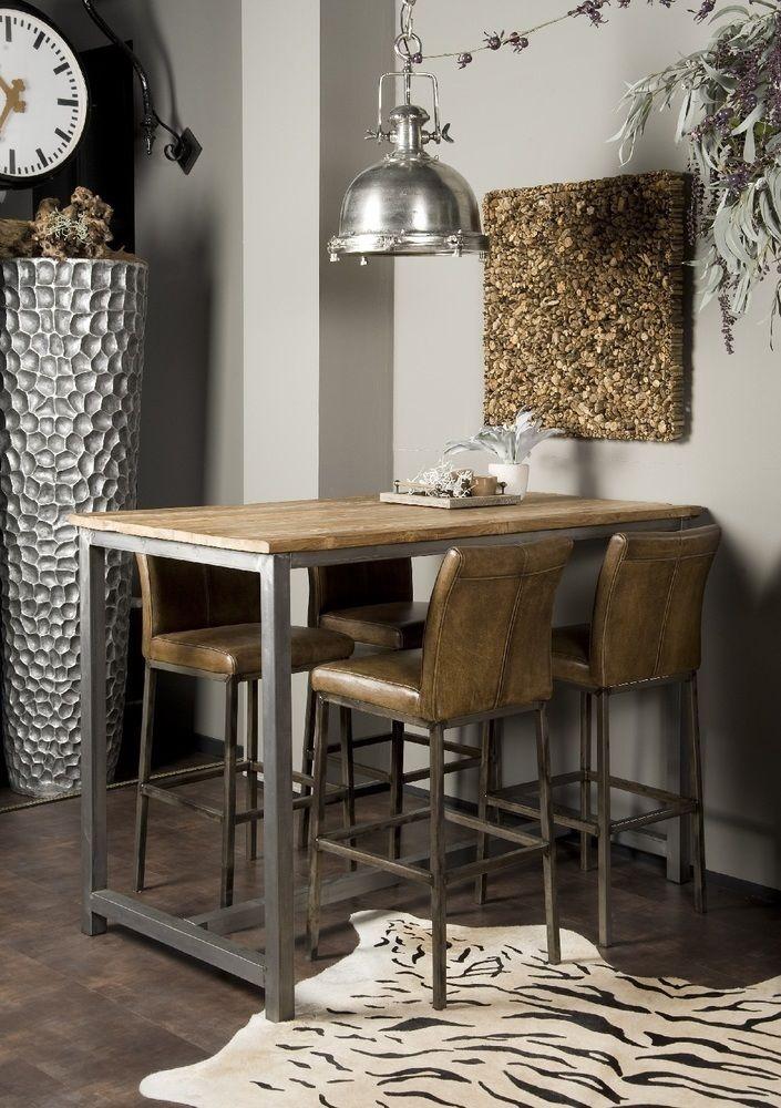 Industriële hoge eetkamertafel met een metalen onderstel. Bartafel Venetië heeft een teakhouten tafelblad. Het hout heeft een lichte white wash en heeft een levendige uitstraling. De tafel is 160 x 90 cm met een hoogte van maarliefst 110 cm. Bekijk deze stoere eettafel bij van de Pol Meubelen.