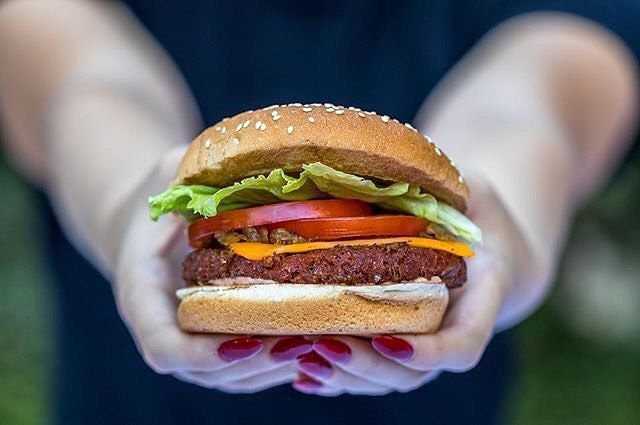 Remember those days when the only @veggiegrill to carry the #BeyondBurger was Hollywood? Well now their El Segundo, Tustin and Pasadena restaurants are handing you a taste of this new breed of burger too! #vgbeyondburger #futureofprotein