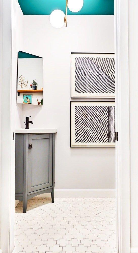 Sabrina Soto's powder room mini makeover / Transformación de un medio baño con pintura