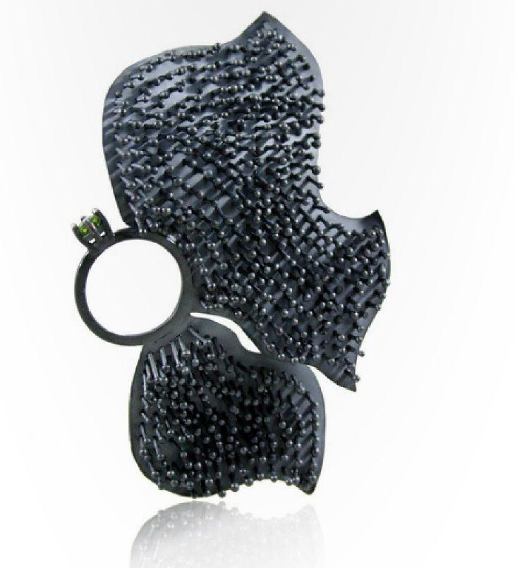 papallona - Karolina Bik -  'graphium' ring - peridot, argent oxydé