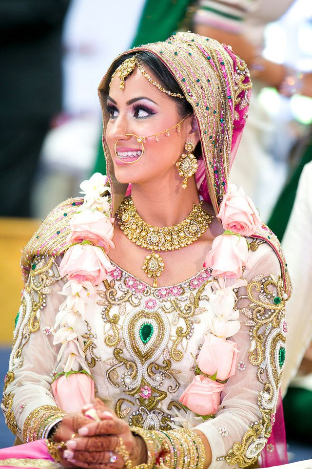 Indian Bride, Indian Wedding, Punjabi Wedding, Pink wedding, Wedding Makeup, Haar, Roses, Bride, Garland, Pink and Green Wedding, Gurdwara,